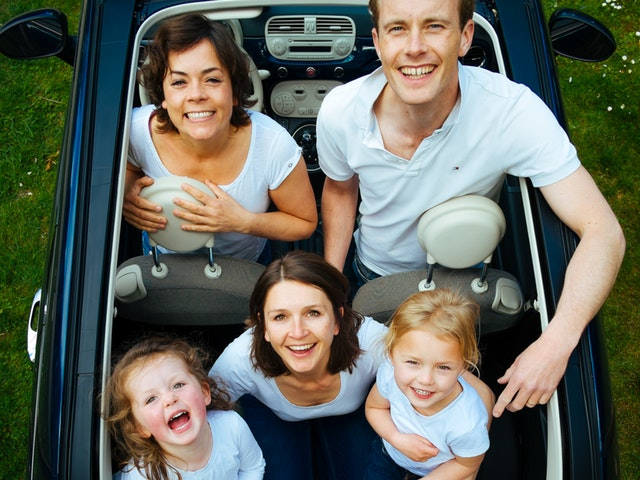 Familj i bil
